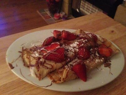 @Kiranparry1: Pancakes topped with strawberries and melted chocolate