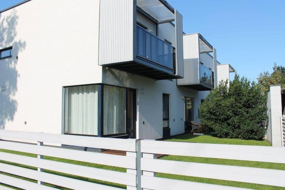 Väga heas korras hubane kahetoaline üürikorter Pärnus, terrassiga. Veel on vabu nädalaid juunis, juulis ja augustis. Nädala hinnaks 600 eurot. Augustis veel vaba ka 6-9.08, Kiirustage, augusti nädala hinnaks 550 eurot. Palun pange oma majutuse soovid sõnumitesse. https://www.facebook.com/photo.php?fbid=832569183485906