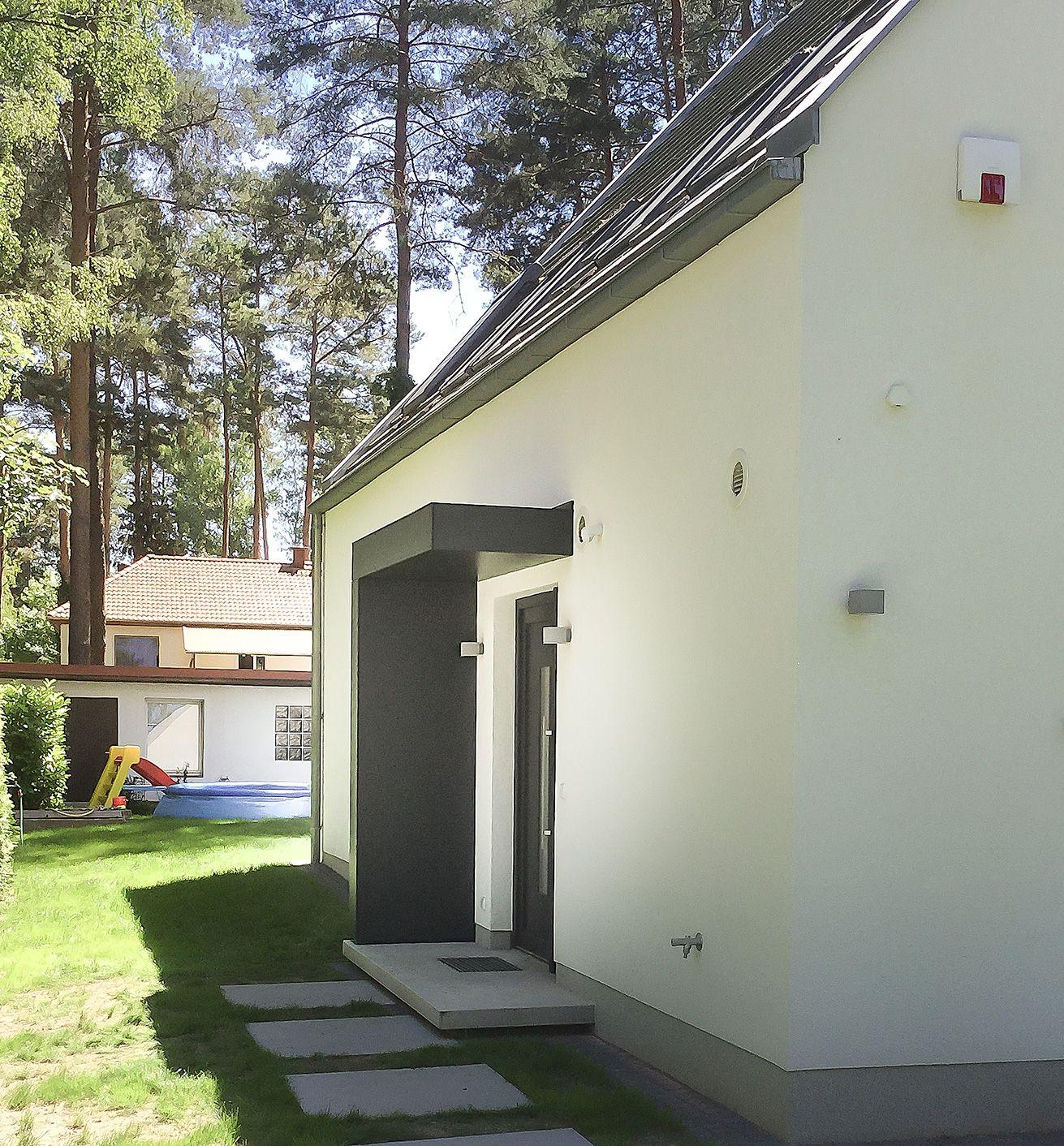 Eingangsüberdachung eingangsüberdachung hauseingang vordach siebau an einem