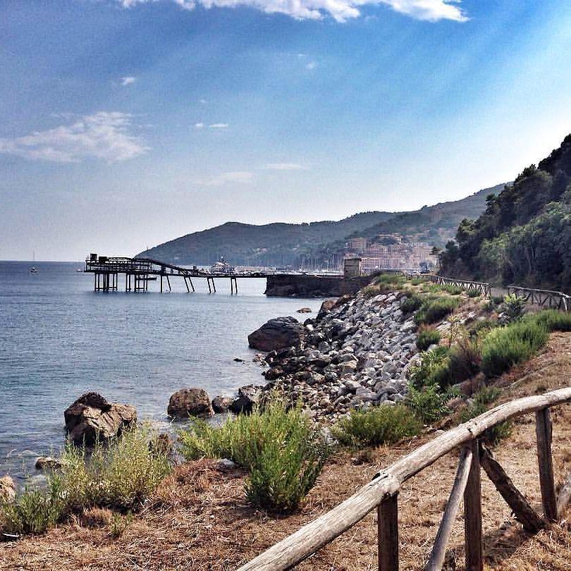 Saluti da #riomarina con lo scatto di @dona8616. Continuate a taggare le vostre foto con #isoladelbaapp il tag delle vostre vacanze all'#isoladelba. http://ift.tt/1NHxzN3