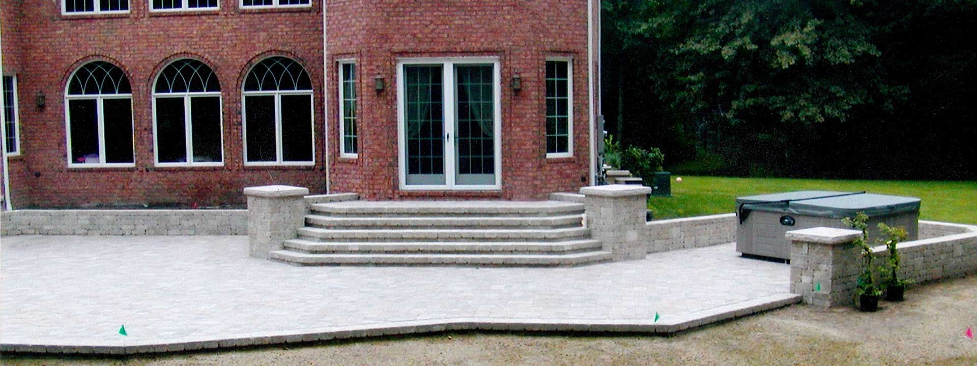 Patio Construction Ideas Available In The Toledo Ohio Area As Contractors We Design And Build Retaining Walls Designs Paver Brick Walks