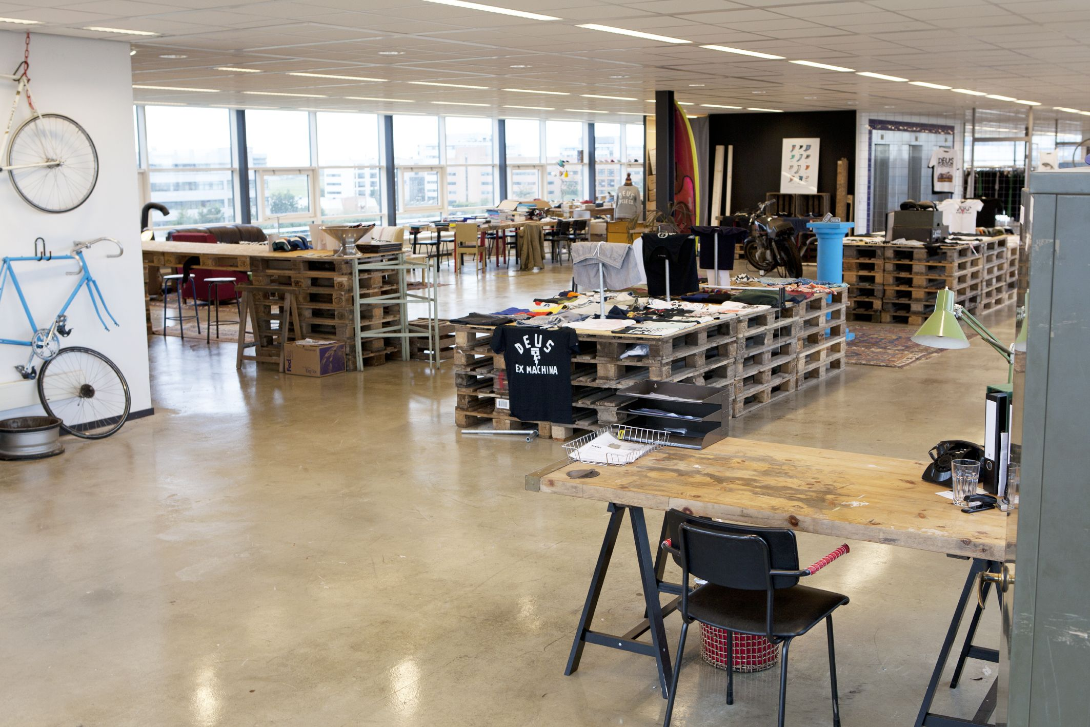 deus ex machina showroom designed by bricks showrooms. Black Bedroom Furniture Sets. Home Design Ideas