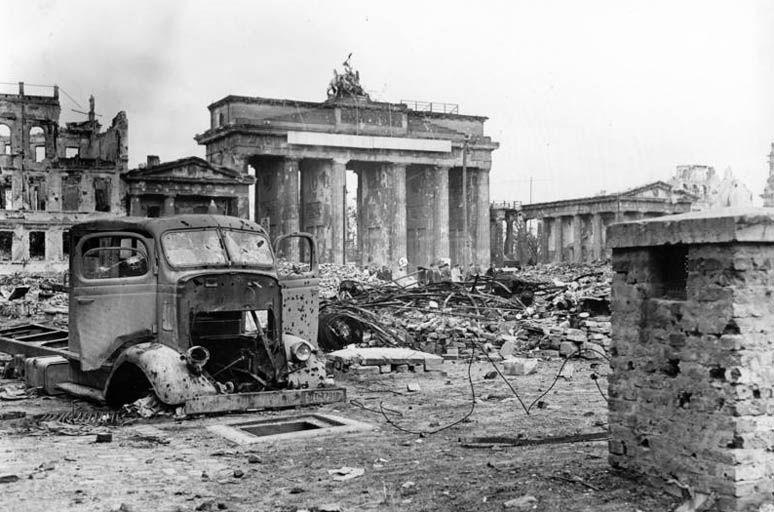 The Gate 1945 German History Brandenburg Gate World War Two