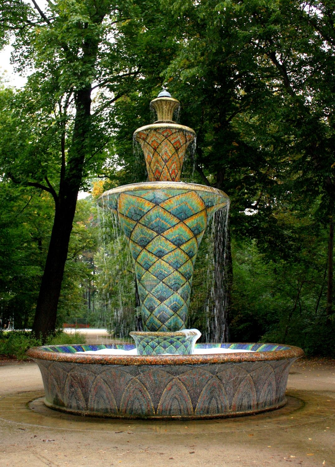 sachsen stadtpark denkmal schloss dresden park barock garten brunnen gold mosaik. Black Bedroom Furniture Sets. Home Design Ideas