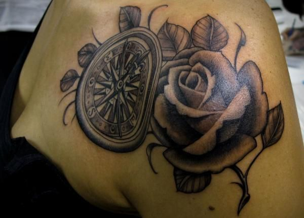 100 Awesome Compass Tattoo Designs Cuded Flower Tattoo Shoulder Compass Tattoo Design Tattoos For Women