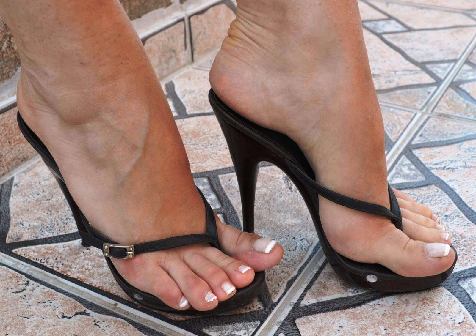 Sexy feet in high heel thong sandals, tranny secatary sex