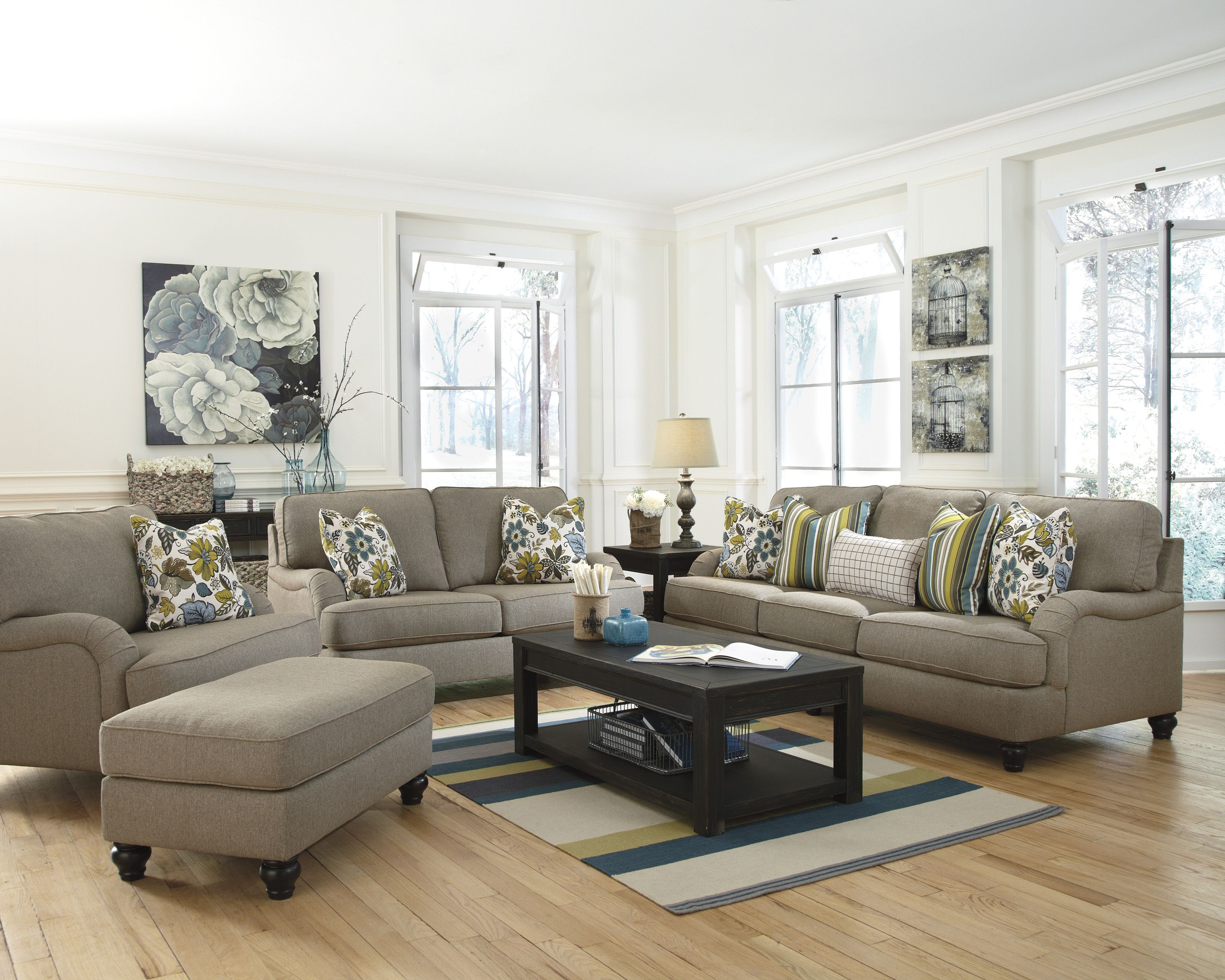 beautiful accent colors in this vintage inspired living room set rh pinterest com