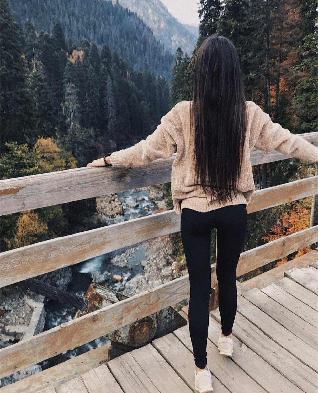 Картинки на аву вконтакте для девушек со спины брюнетки