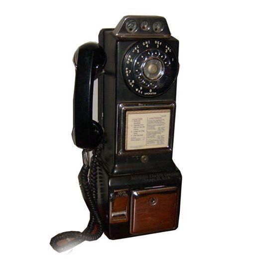 Telefono anni50 Made In USA Molto conosciuto per lo stile di una slot, Dove introdurre le tre monete, Prodotto nel 1950, Ed è rimasto invariato fino al 1965. Automatic Electric Company Chicago III USA Originale Americano, Tutto in metallo, funzionante. Difficile da reperire. Rarissimo.