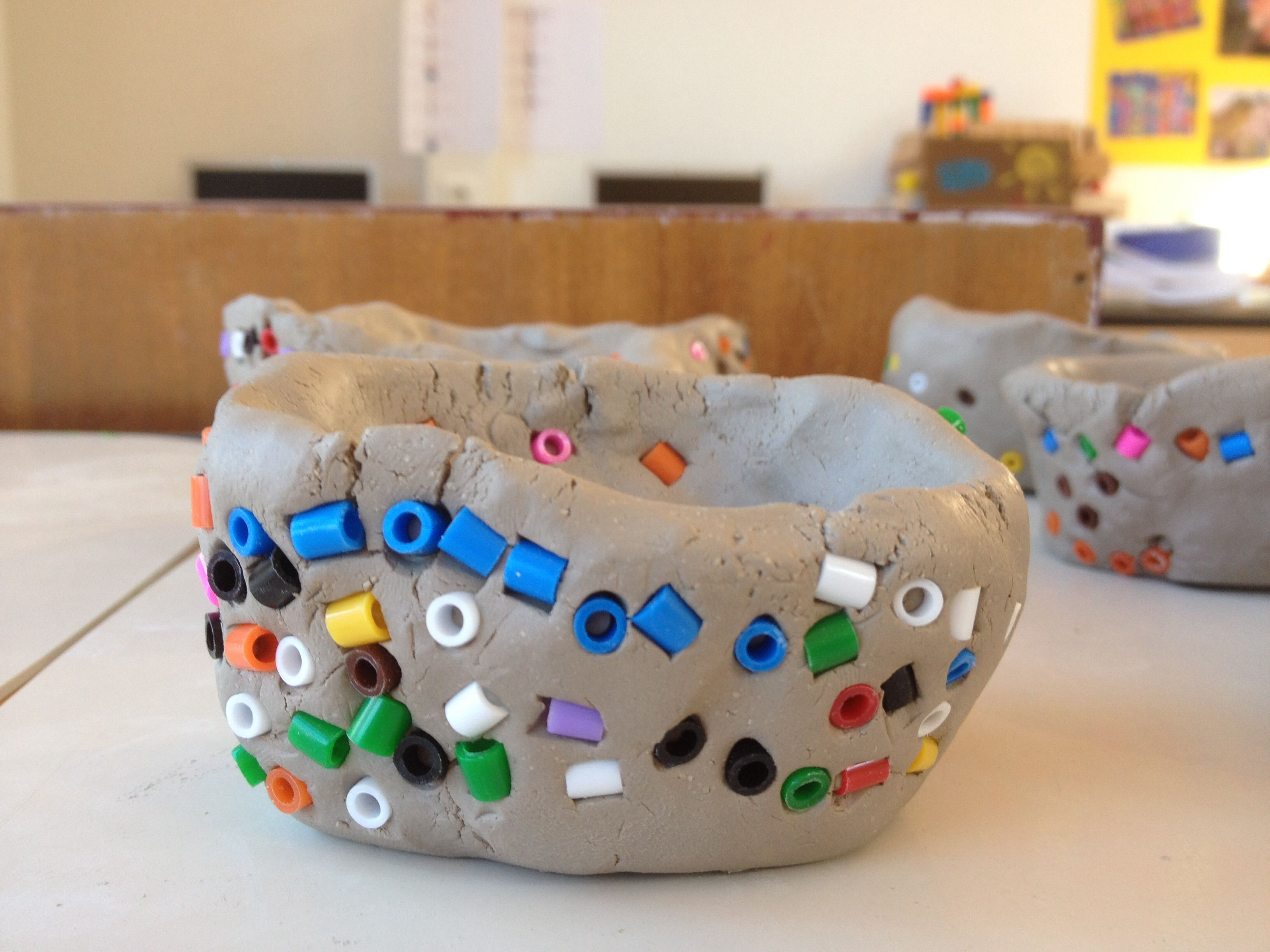 Ongekend Potjes kleien met mozaïek van strijkkralen a la Gaudí | Peuter SB-05
