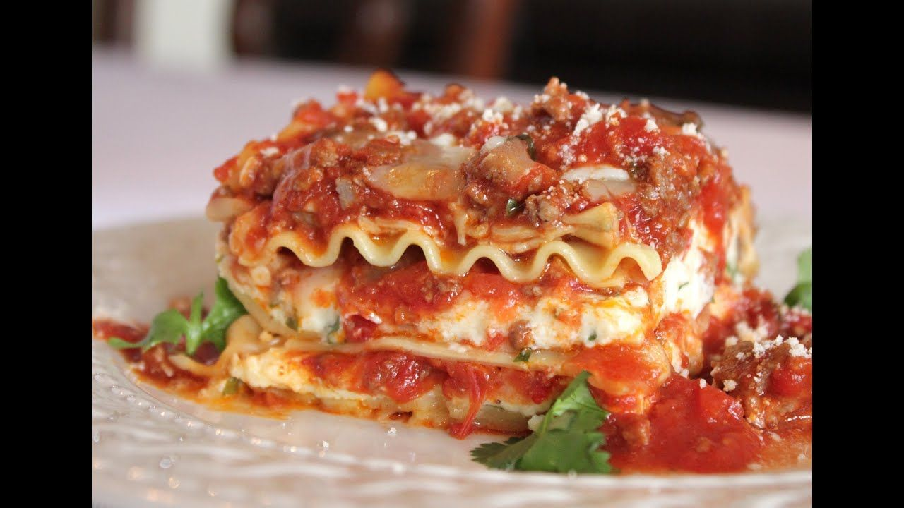 The Best Meat Lasagna Recipe How To Make Homemade Italian Lasagna Bolognese Youtube Homemade Lasagna Best Meat Lasagna Recipe Homemade Lasagna Recipes