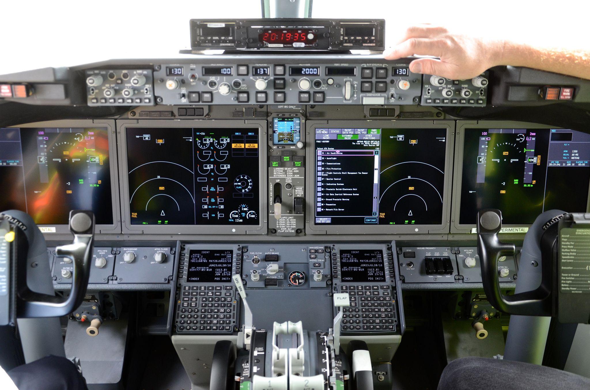 boeing 737 8 max n8704q 1a004 boeing douglas mcdonell douglas rh pinterest com Boeing 777 787 Cockpit