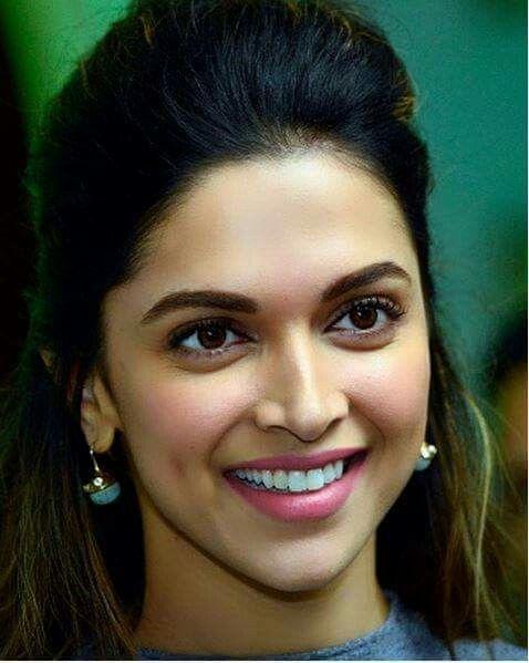 Lovely Ki Lovely Smile Deepika Padukone Hot Deepika Padukone Deepika Padukone Style