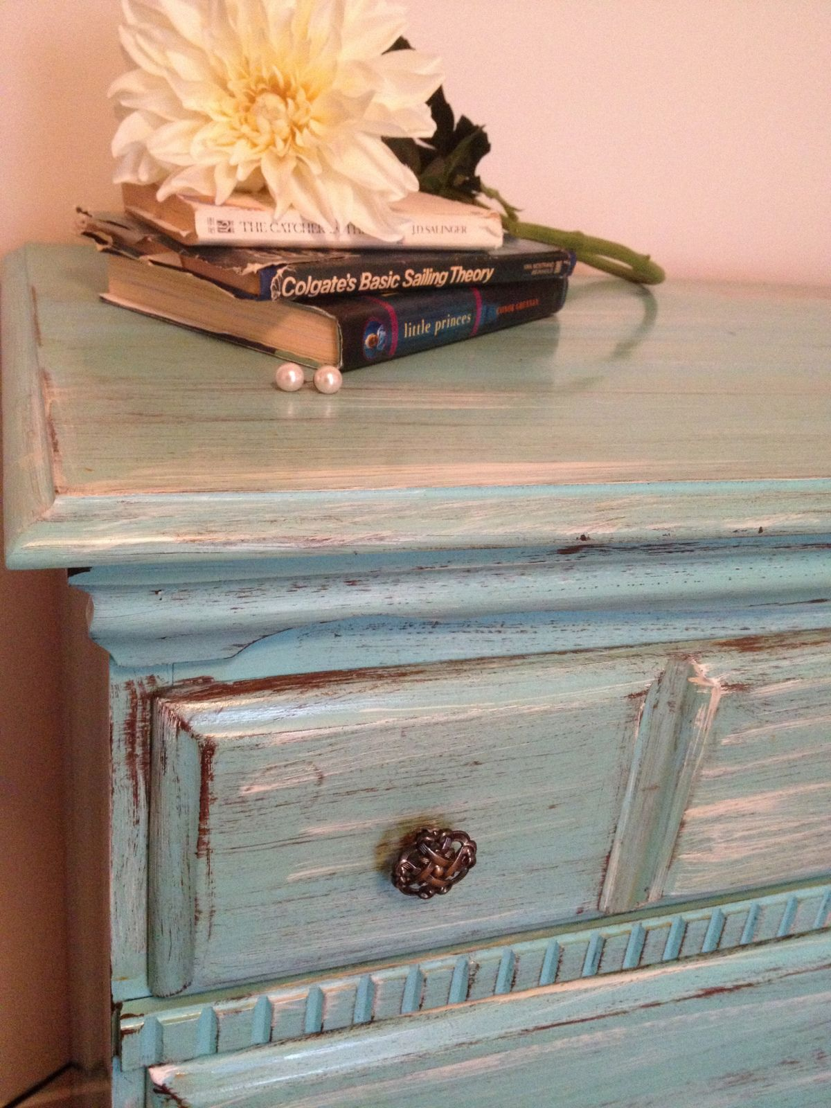 Distressing Old Furniture with Paint: DIY Tutorial