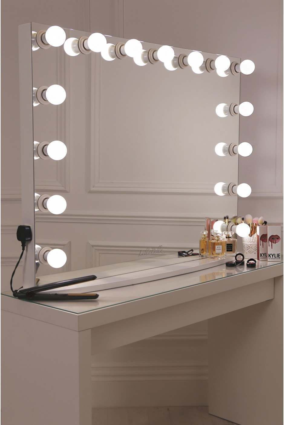 15 frosted bulb hollywood mirror with crisp white finish maria pinterest hollywood mirror. Black Bedroom Furniture Sets. Home Design Ideas