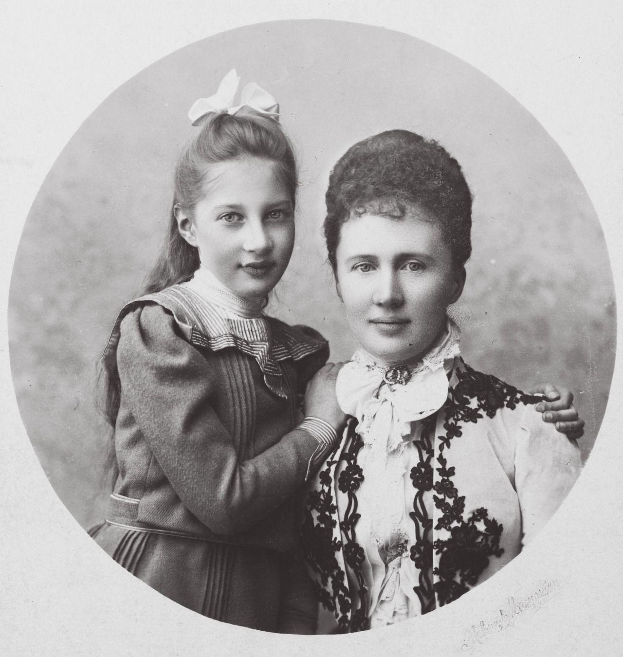 """Lovely mother, beautiful daughter: Grand Duchess Elizaveta Mavrikievna with her eldest daughter, Princess Tatiana Konstantinovna"""