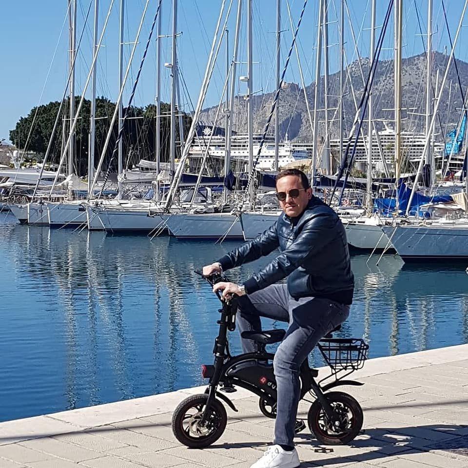 DYU the New Lightweight E Bike / E scooter Brand E