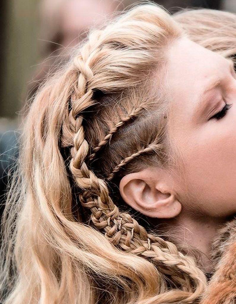 Tresses Collees De Cote La Tresse Collee En 20 Declinaisons Tendance Elle Coiffure Cheveux Styles De Coiffures