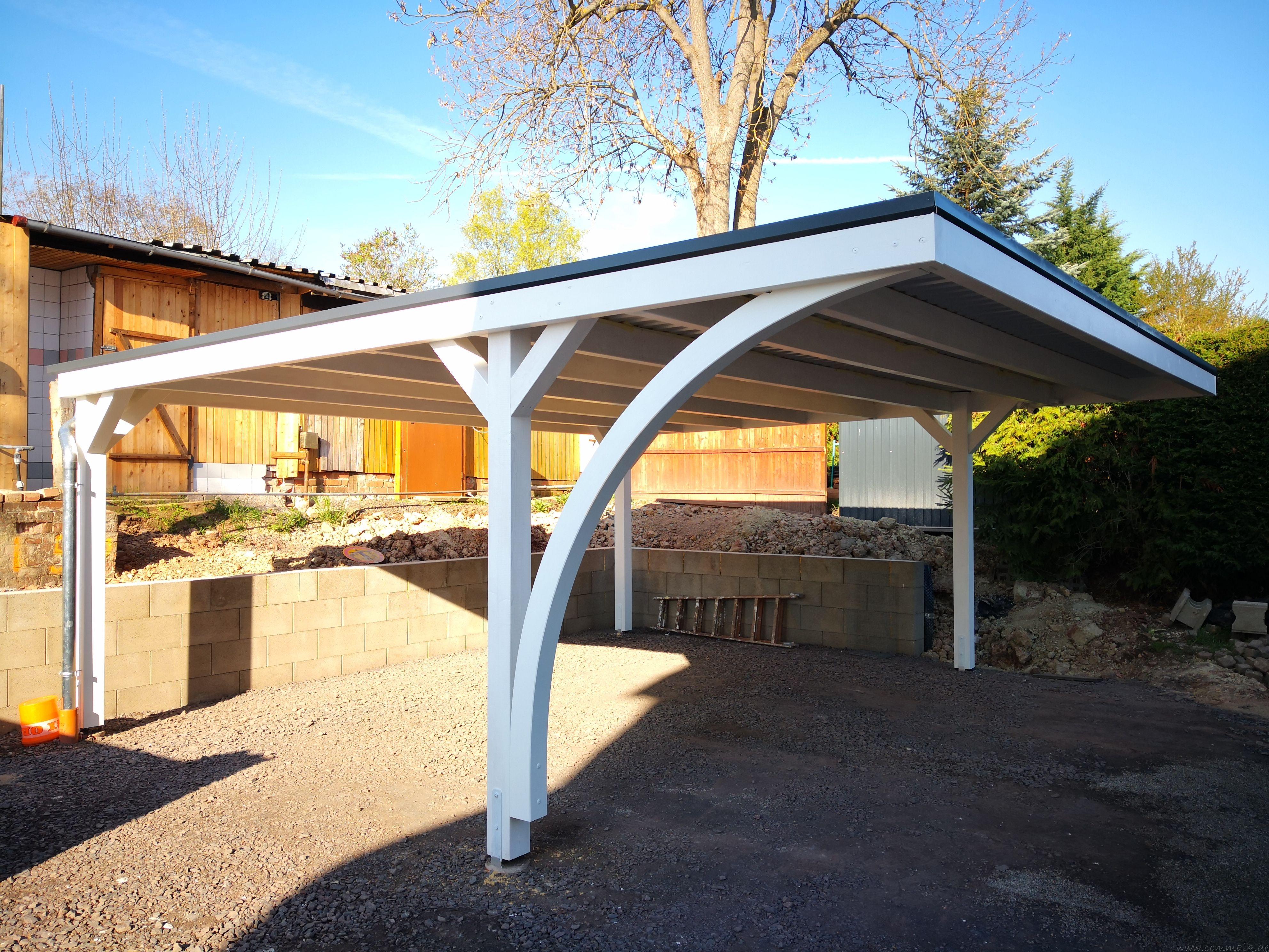 Neuer Carport mit Photovoltaik auf dem Dach Carport