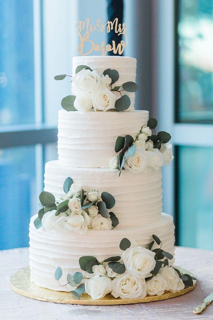 Hochzeitstorte blüht grüne und weiße Hochzeit – Greenery Based Weddings