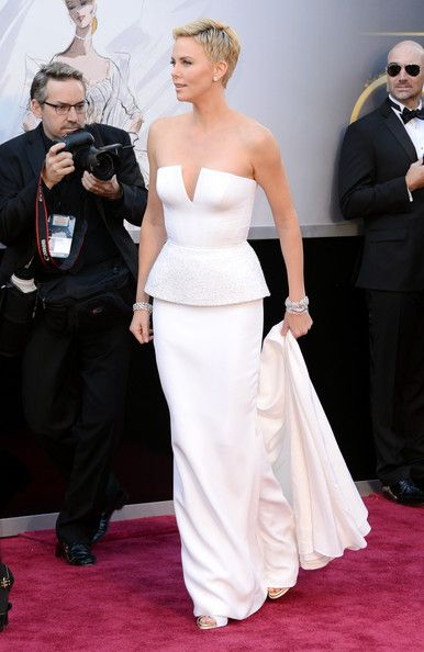 More Pics Of Charlize Theron Pixie Short Hair Styles Charlize Theron Short Pixie Haircuts
