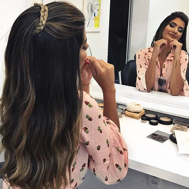 Pro Meu Penteado De Hoje Usei Um Aplique Pronto De Trancinha Que Tem No Retro Mcz Tinha Varios Modelos Lindos De Tiaras E Long Hair Styles Hair Styles Beauty