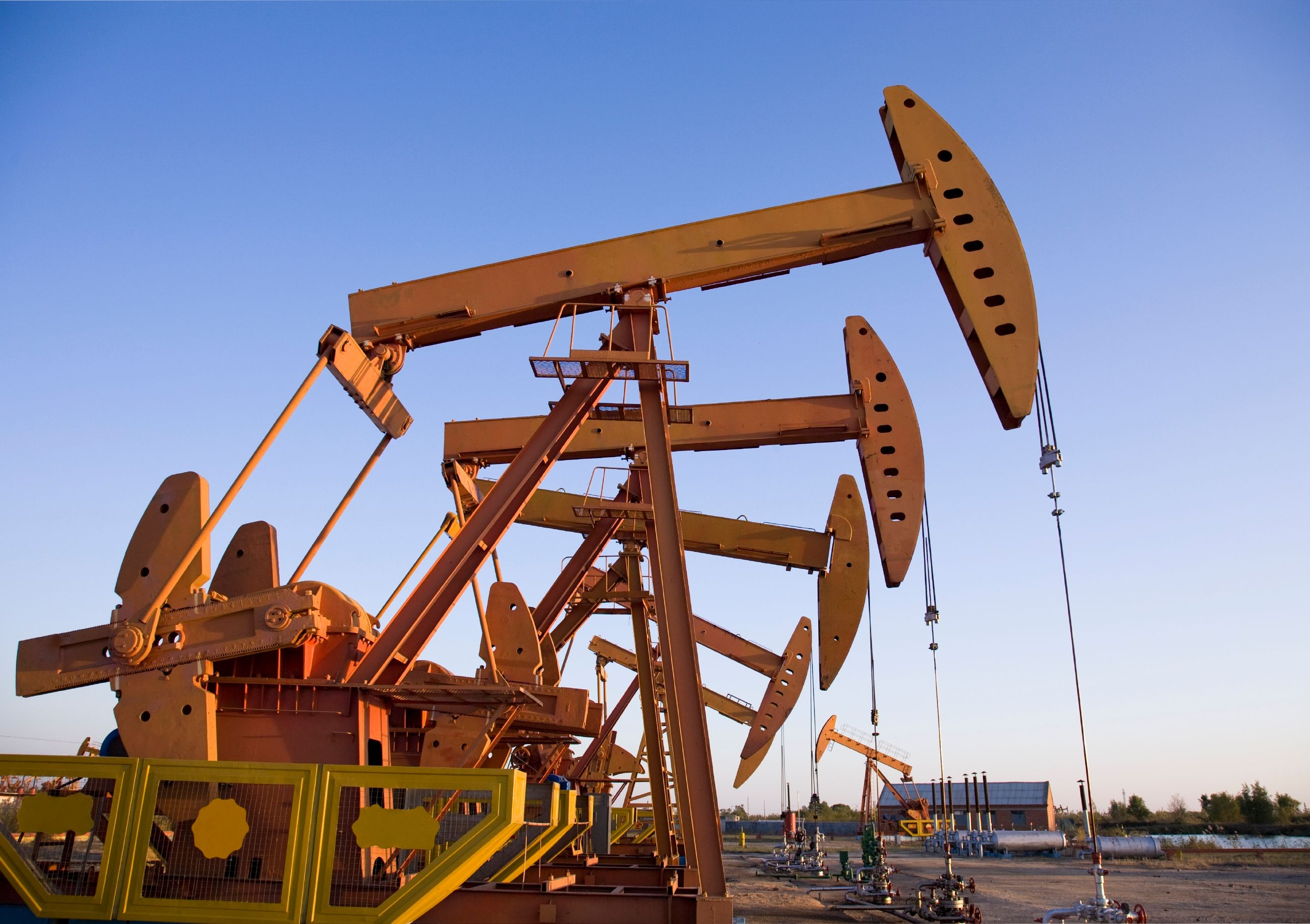 Oilfield Jobs Rig Assistant Corod Odessa Tx: Drilling Rigs - Istock 000011117442large