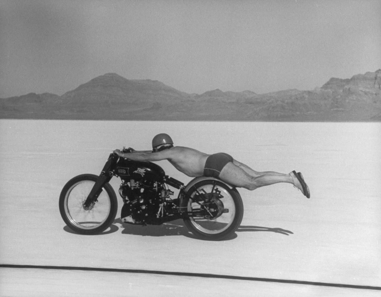 1948 Bonneville Salt Flats Roland Rollie Free Free Had Developed A Style Of Removing The Seat From His Mount And Lying Flat Prone Along Th Fotos Motocicletas