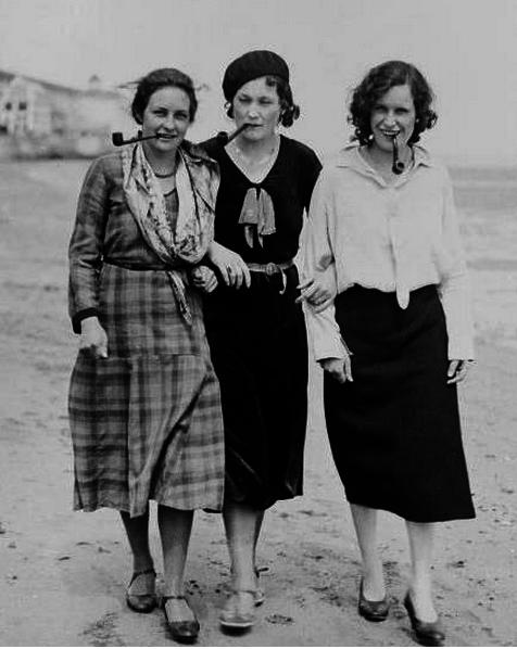 Три грации | Симона де бовуар, Бонни клайд, Ретро фотография