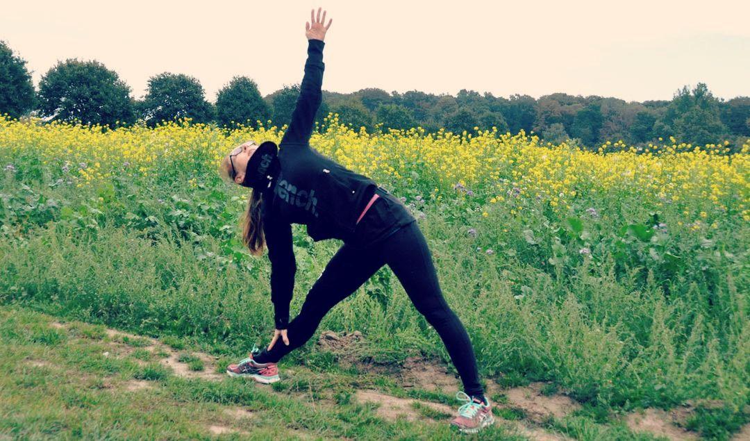 Hier stellen wir Dir ein paar effektive Übungen aus dem Yoga vor, die sich für Läufer besonders gut bewährt haben. Viel Spaß dabei.