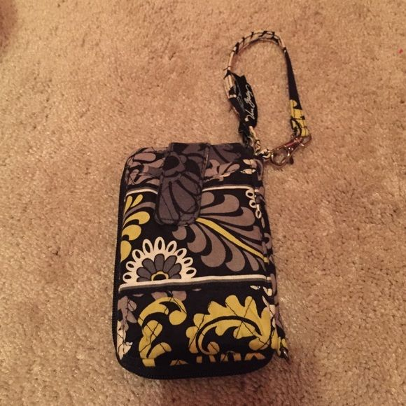 Vera Bradley all-in-one wristlet Slightly used but in very good condition Vera Bradley Accessories Phone Cases