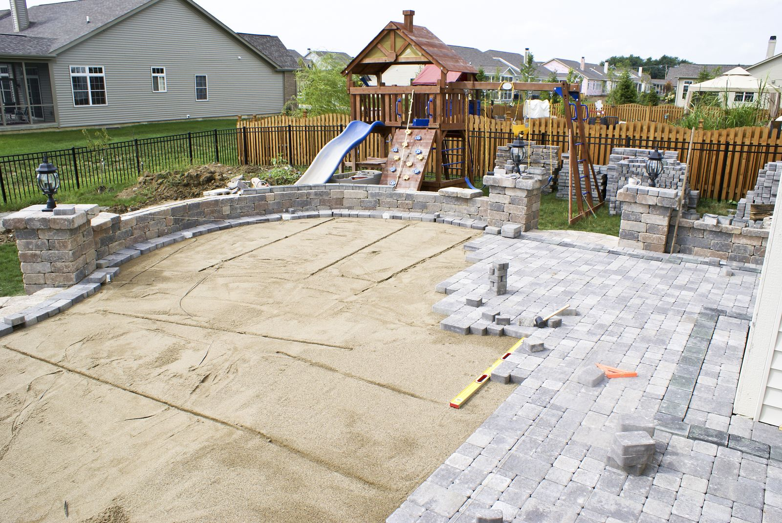 Patio with pavers designs complete your omaha backyard for Paved front garden designs