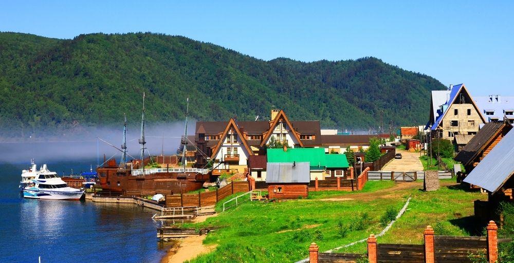 Listvianka settlement near Lake Baikal - http://www.regent-holidays.co.uk/country/trans-siberian-railway-holidays/