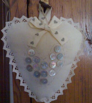 Laboratorio di zia Polly: Piccoli antichi bottoncini in madreperla per un cuore