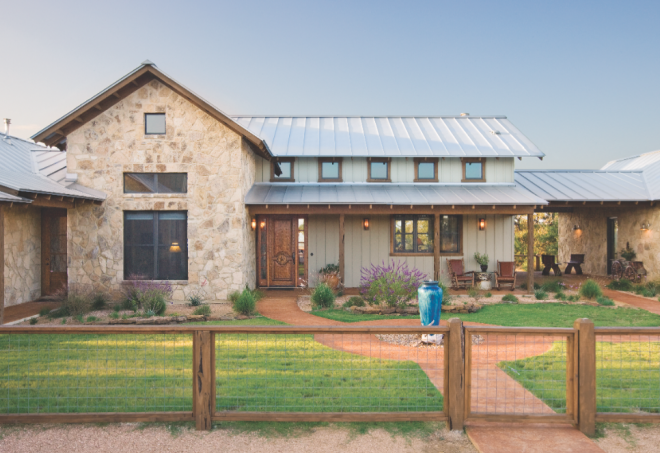 High Ridge Ranch In Wimberley Texas Is A 5 300 Square Foot Compound Of Three B Ranch House Designs Barn House Plans Metal Building Homes