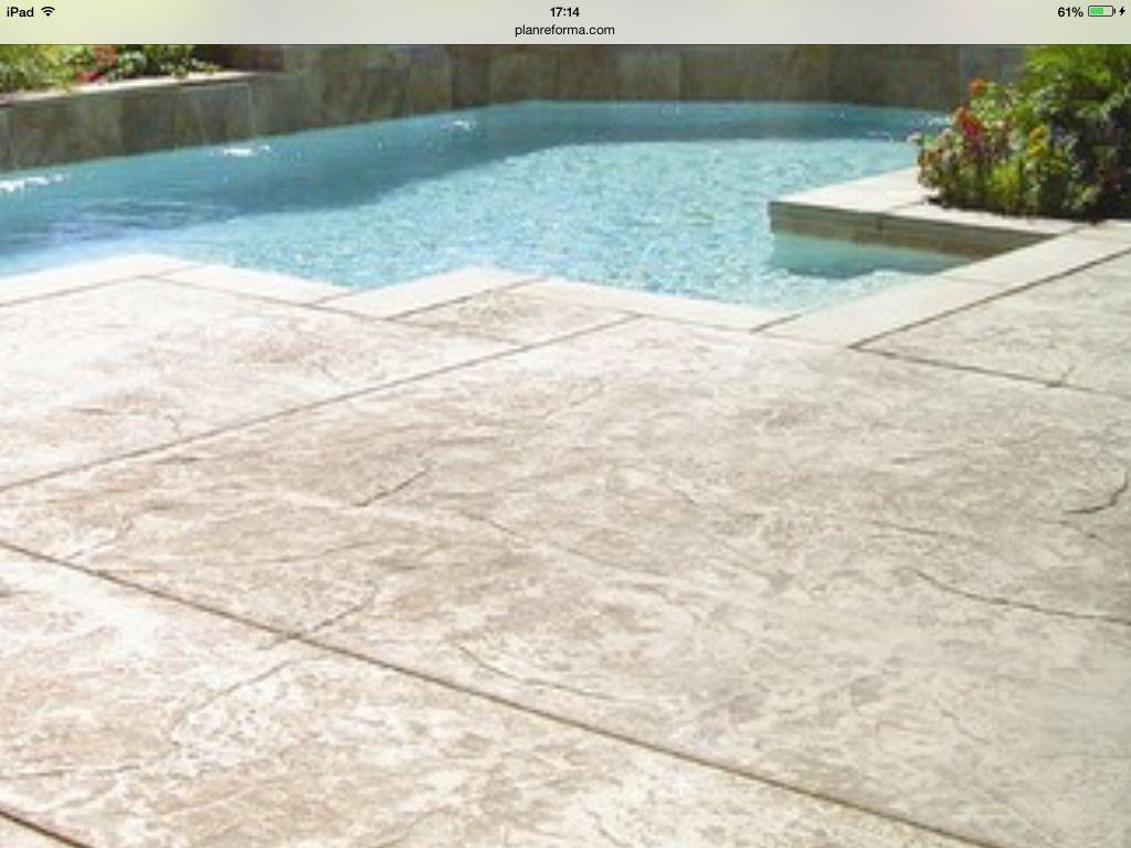Piscina con suelo hormigon impreso piscinas pinterest for Suelo cemento impreso