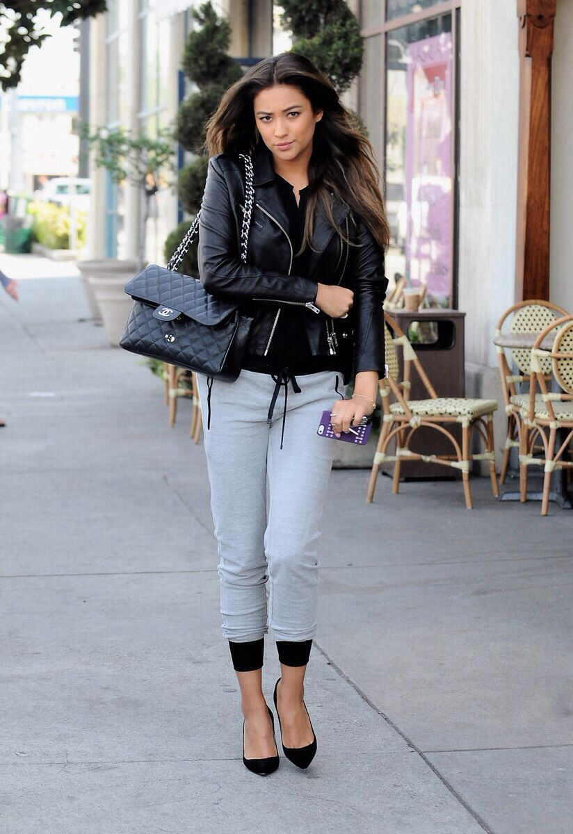 PHOTOS] Shay Mitchell  out for lunch with friends (24/02/2014)