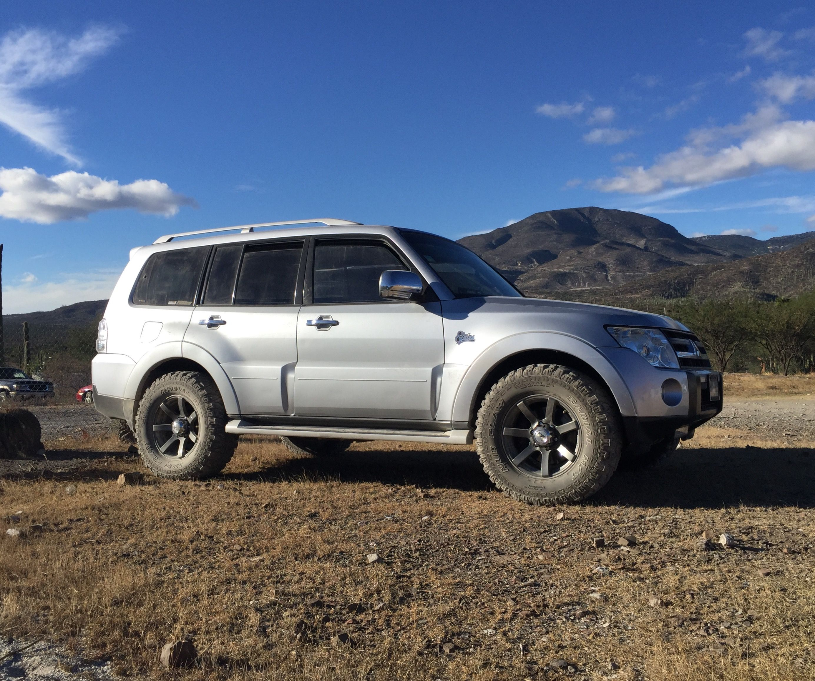 vehicles sale advert nativa living sport urgent qatar for mitsubishi img montero