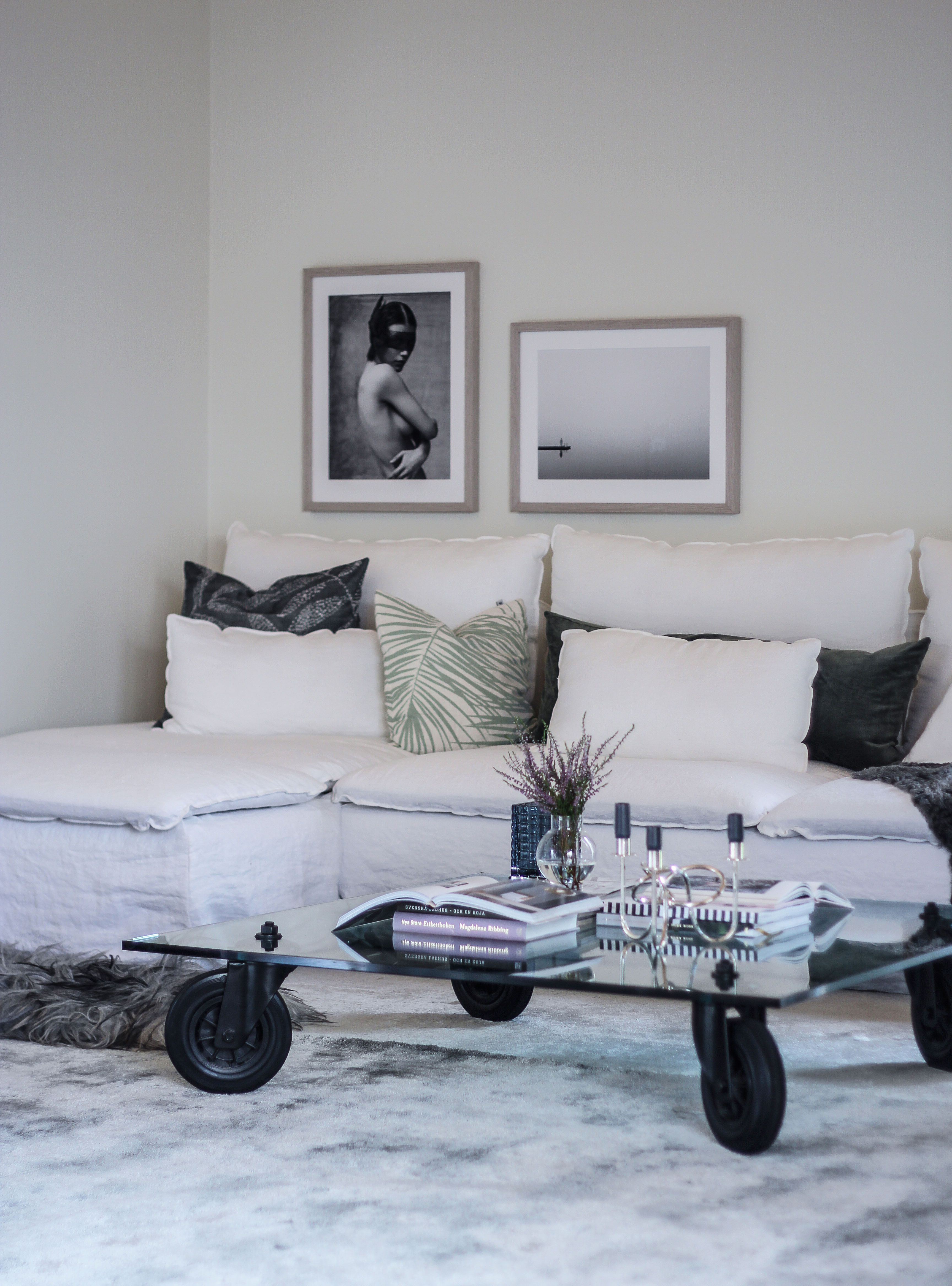 White Minimalist Living Room With A White Relaxed Linen Sofa Blogger Karin Boo Wikander Updated Her Ikea Minimalist Living Room Living Room Decor Living Room