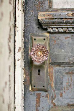 suzieandersonhome:  Rustic door
