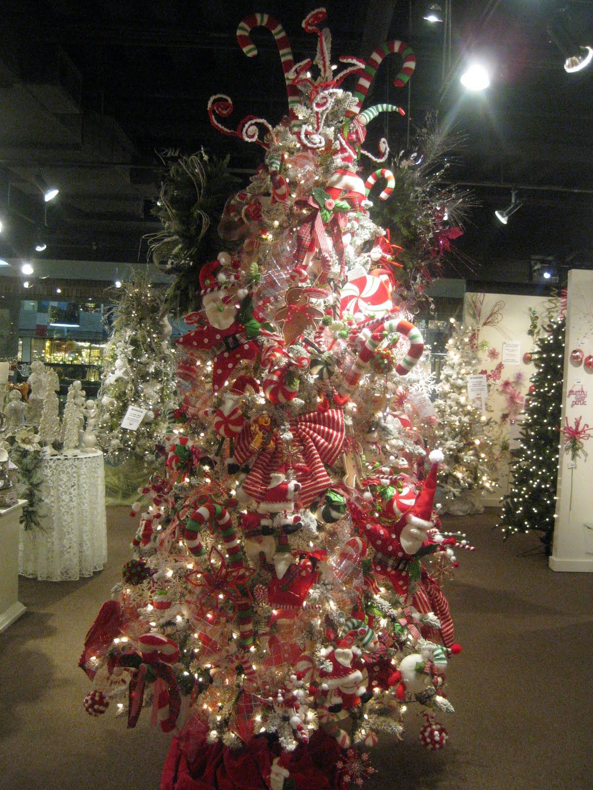 Has awesome Christmas trees u0026 decs Kristenu0027s