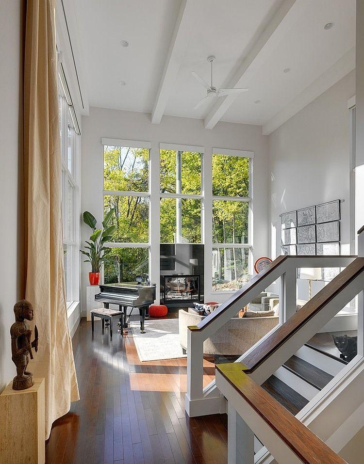 Moderna casa de tres pisos con una vista en Cincinnati, Ohio