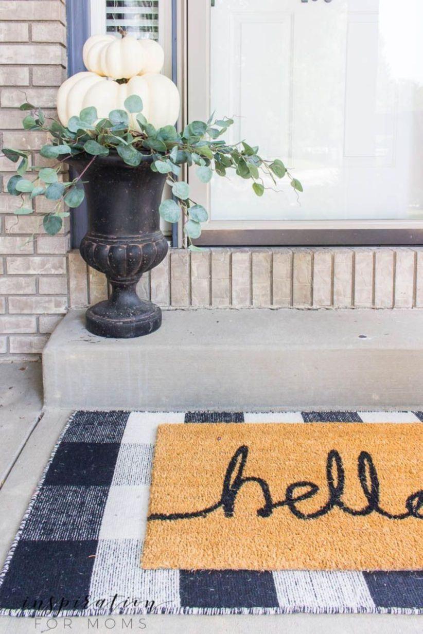 47 Fancy Farmhouse Fall Porch Decor And Design Ideas - ROUNDECOR #falldecorideasfortheporch