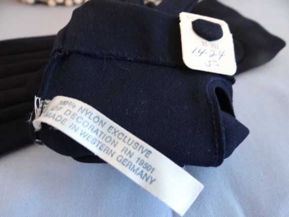 Never Worn Bergdorf Goodman Navy Bow Gloves with by SecondWindShop