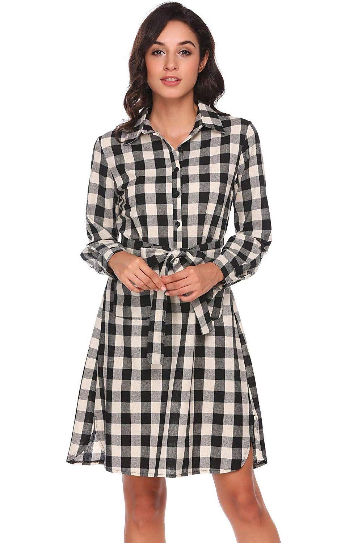 outfit idee: kariertes hemdkleid kombiniert mit sneakern