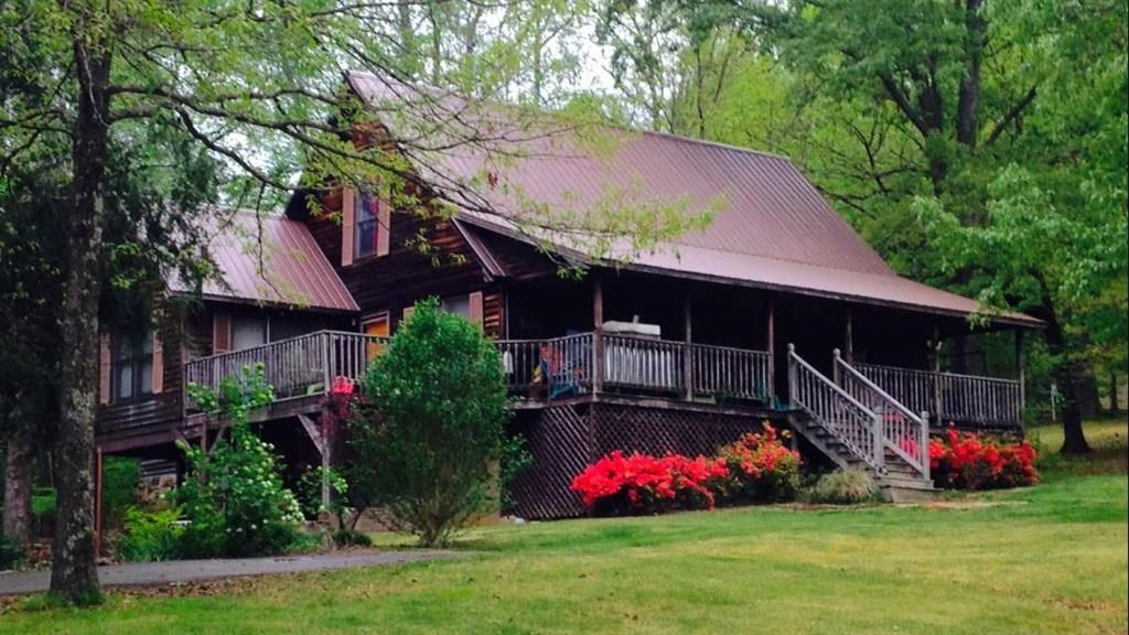 2 COUNTRY HOMES FOR SALE USED AS A TENNESSEE HORSE FARM  Minutes