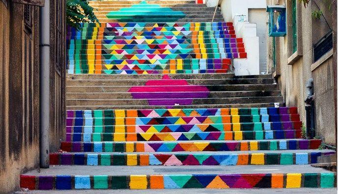Enquanto artistas de Berlim pintado pombos na Bienal de Veneza, a equipe de designers libanês traz cores brilhantes na paisagem cotidiana de Beirute