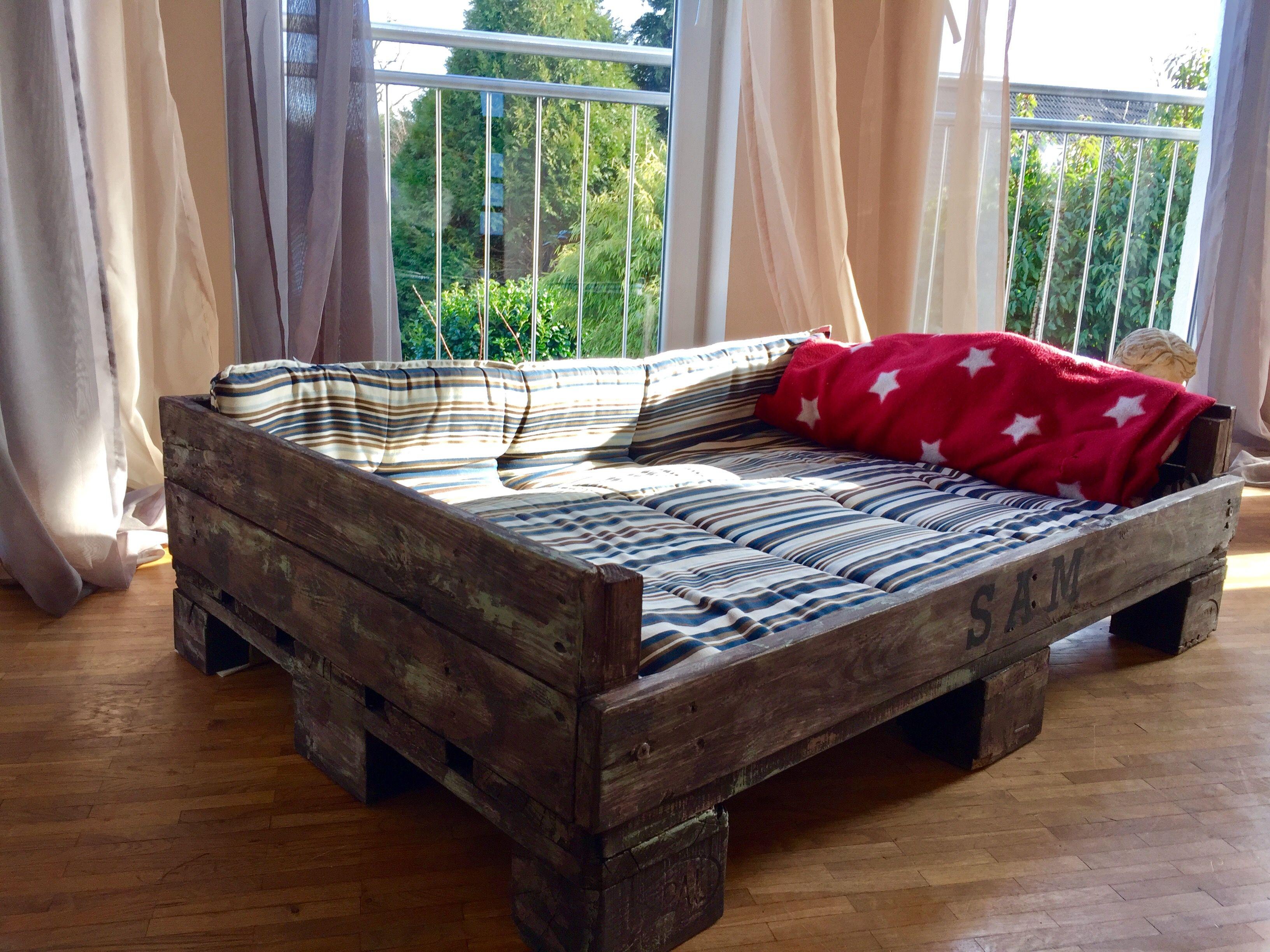hundebett aus paletten im shabby look hundebett pinterest hunde bett und hundebett. Black Bedroom Furniture Sets. Home Design Ideas