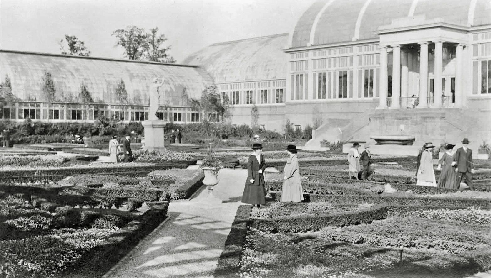 Shorpy Historic Picture Archive :: Formal Garden high-resolution photo
