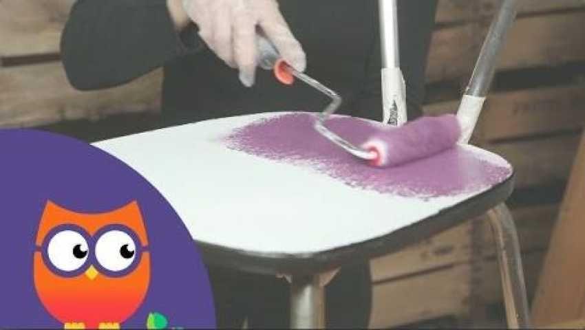 Le formica est une surface lisse et brillante sur laquelle la - peindre avant de tapisser